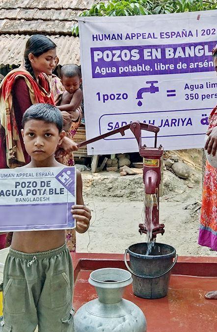 Fondo pozo agua potable en Bangladesh